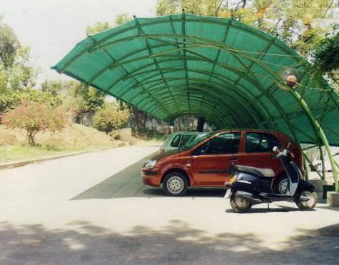 захисна сітка від сонця на автостоянці